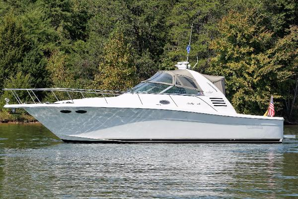 Sea Ray 330 Express Cruiser / Amberjack