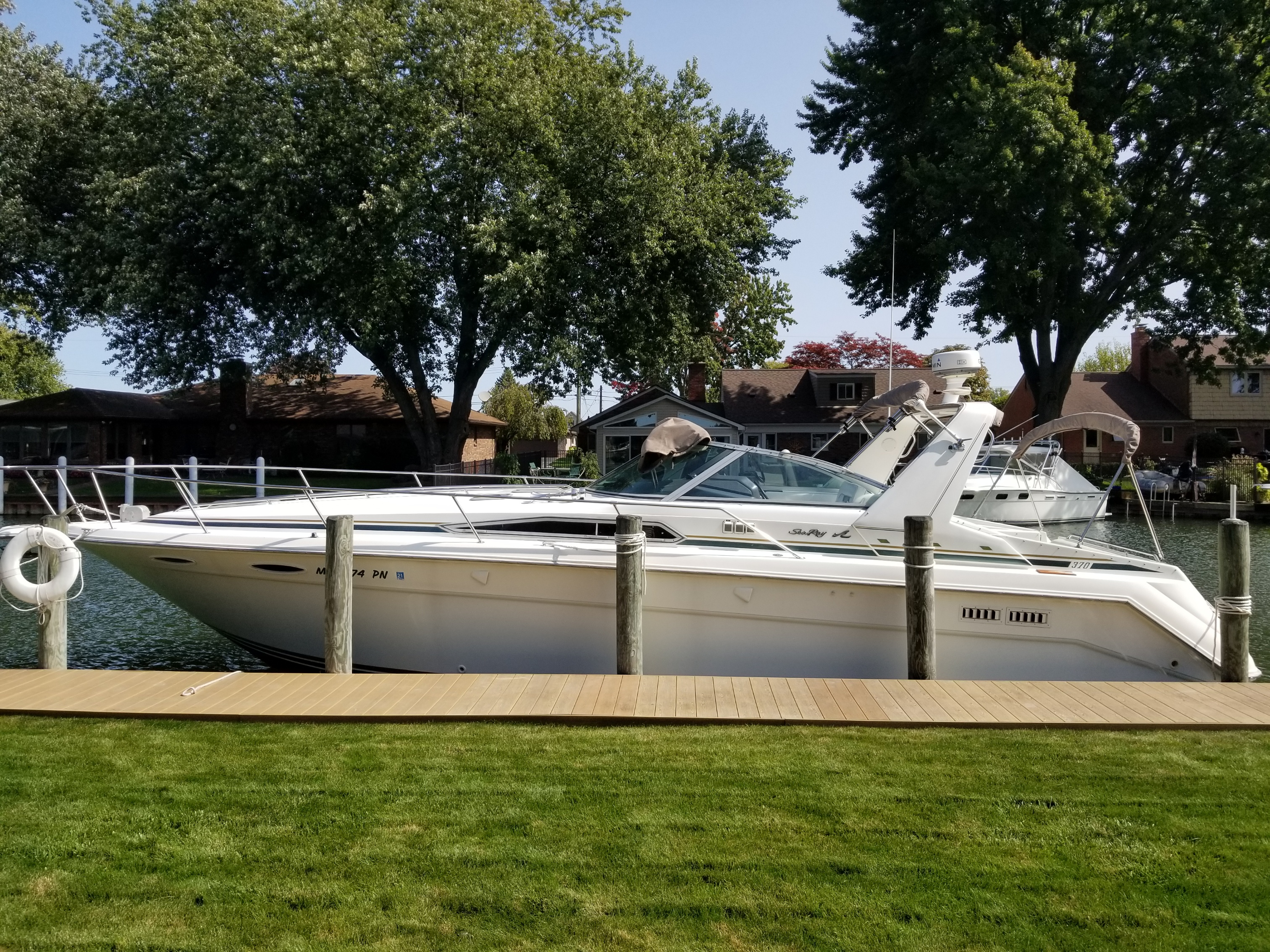 Sea Ray 370 Express Cruiser Sea Ray 370 Express
