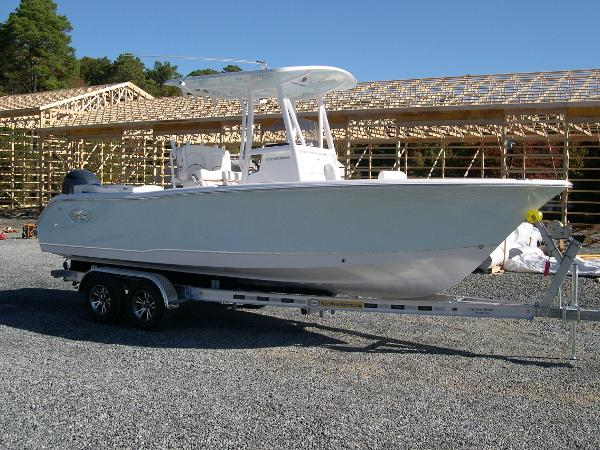 Sea Hunt 234 Ultra Leaning Post