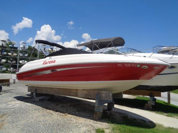 Sea Ray 240 Sundeck Outboard 24' Sea Ray profile 1