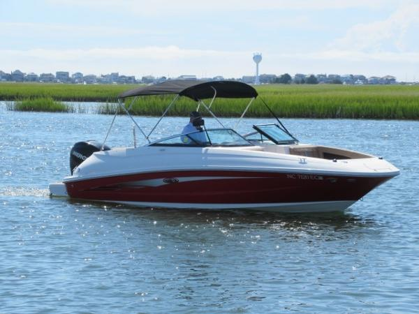 Sea Ray 240 Sundeck Outboard Profile on water 1