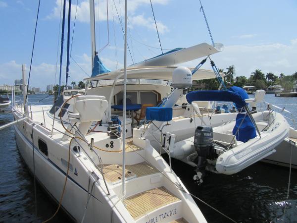 Catana 582