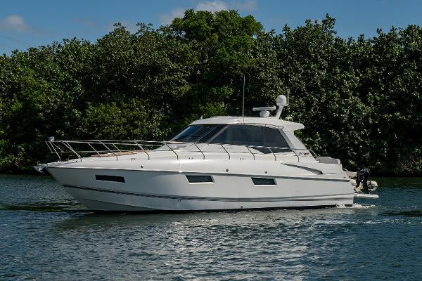 Cruisers Yachts Cantius 48 Bow Profile