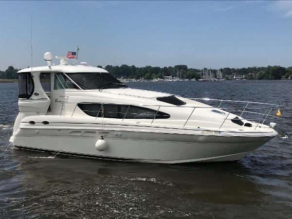 Sea Ray 390 Motor Yacht Exterior 1