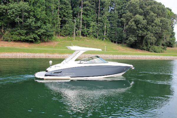 Regal 2800 Bowrider Starboard profile