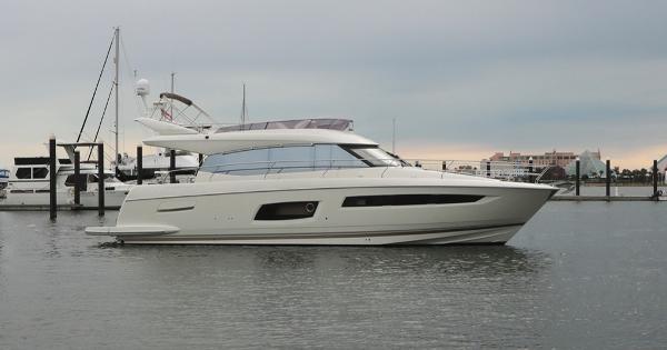 Prestige 550 Flybridge Profile