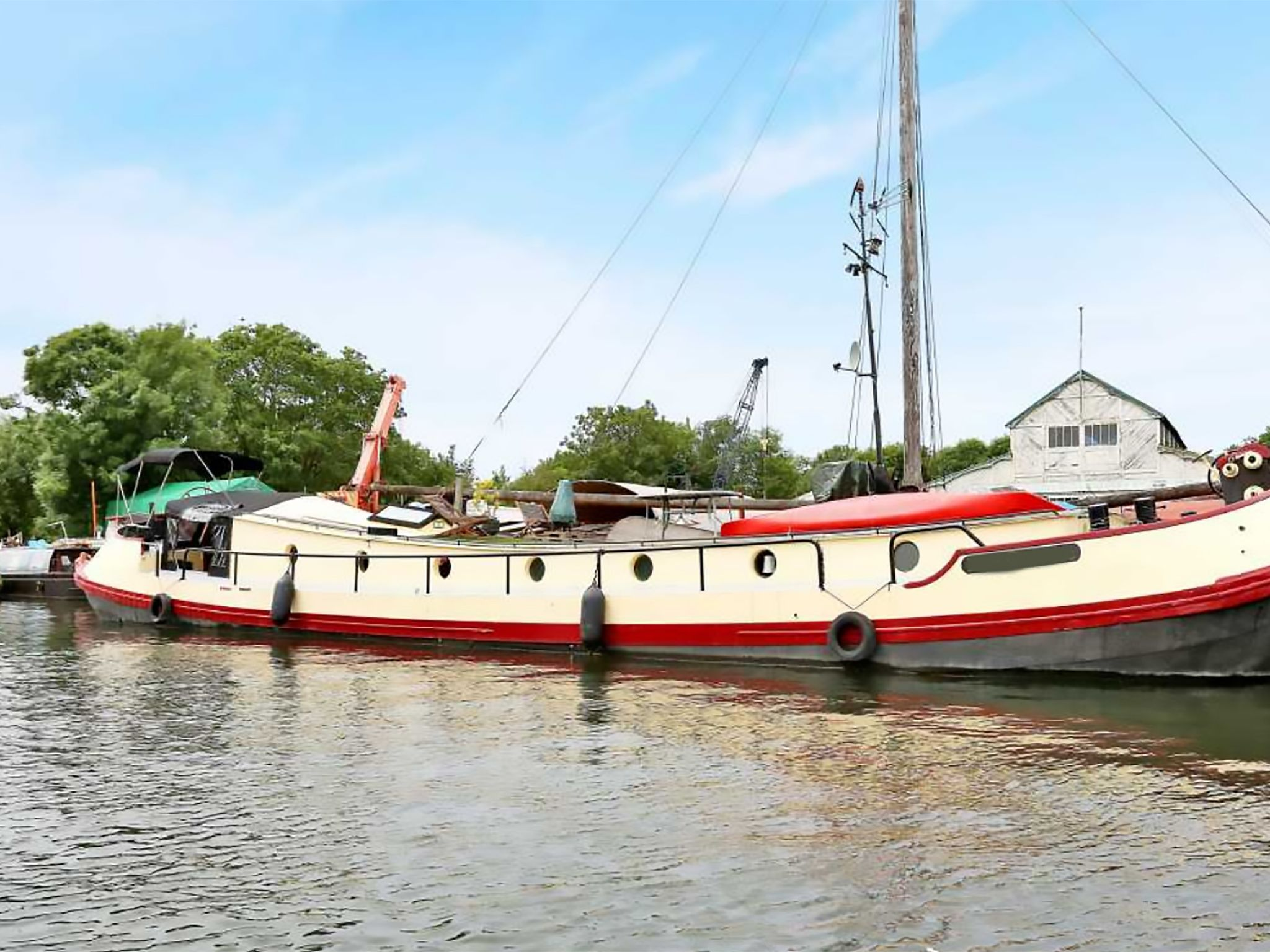 Dutch Barge 23m with London mooring
