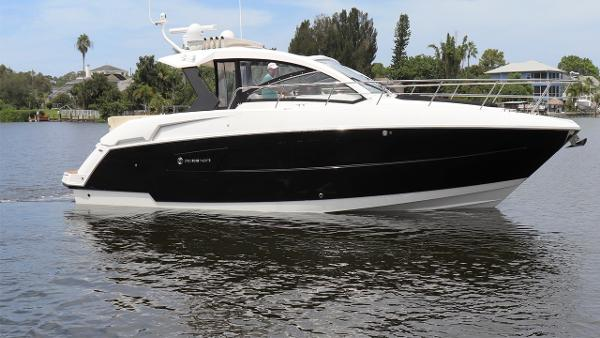 Cruisers Yachts 390 Express Coupe Profile