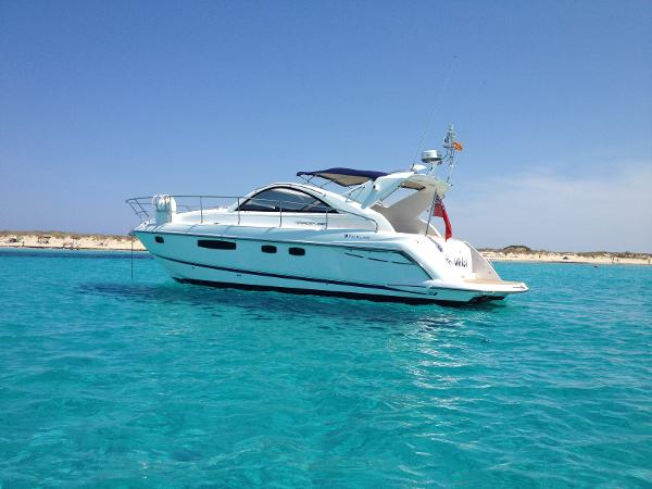 Fairline Targa 38 Open Fairline Taga 38 Open - At Anchor