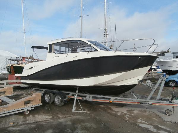 Quicksilver 705 ACTIV Ashore