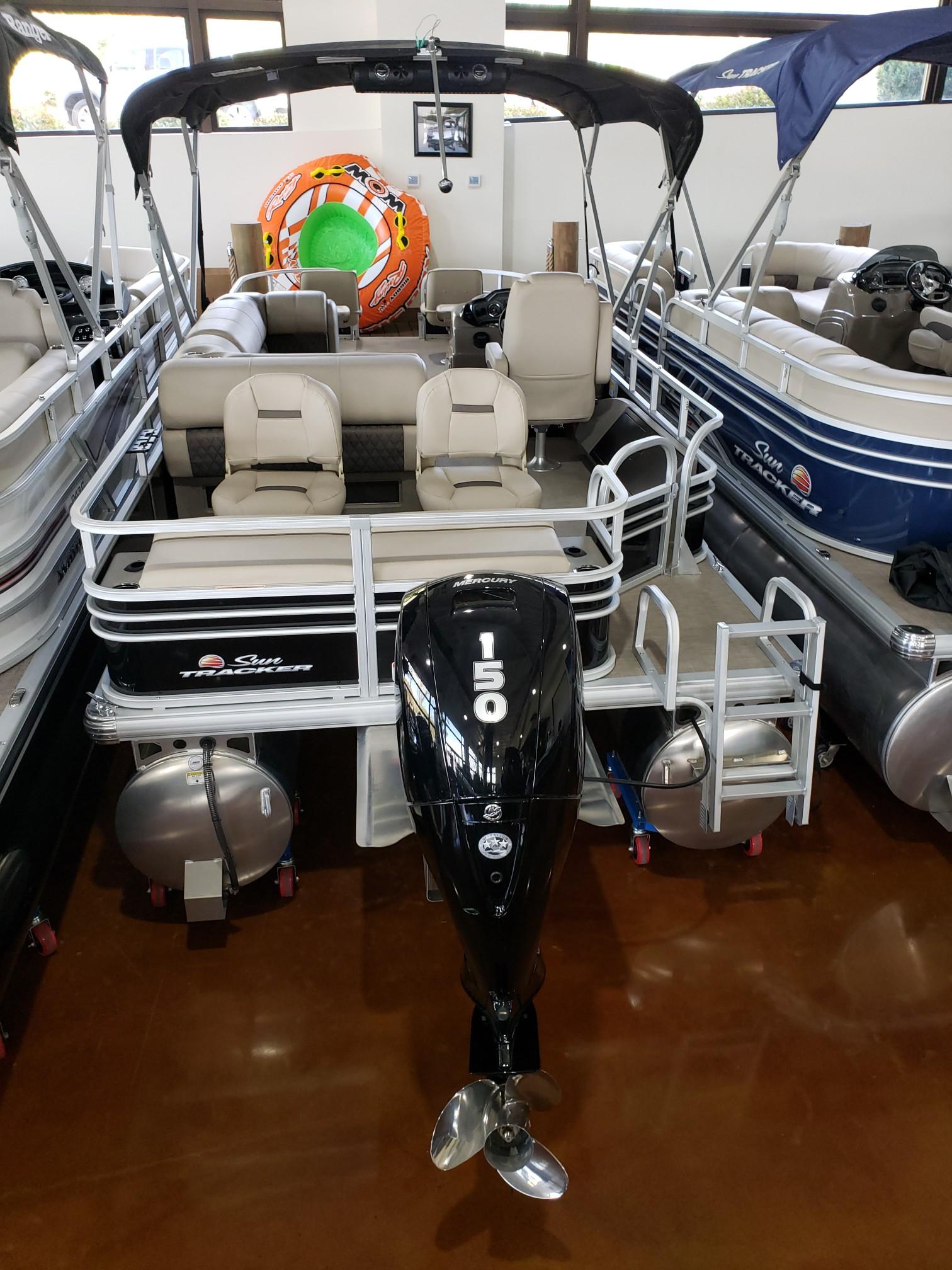Sun Tracker Signature Fishing Barge 22 w/150L 4S