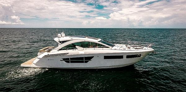 Cruisers Yachts 60 Cantius STBD profile