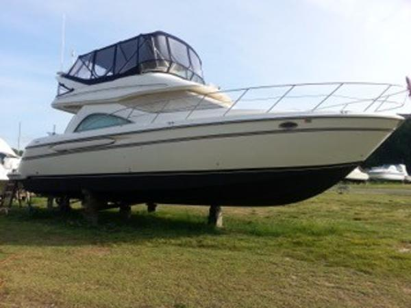 Maxum 4100 SCB MD Starboard Side