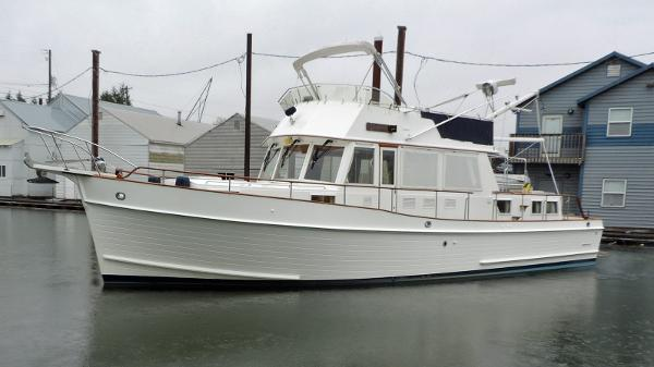 Grand Banks 46 Classic Port Bow Profile