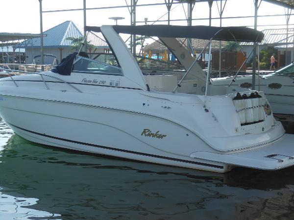 Rinker 290 Express Cruiser