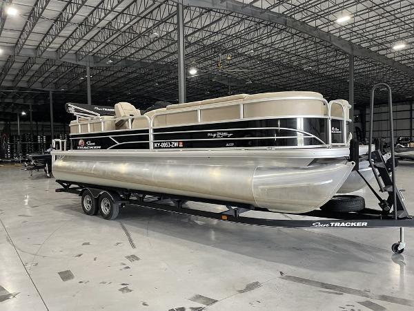 Tracker Party Barge 24 DLX XP3