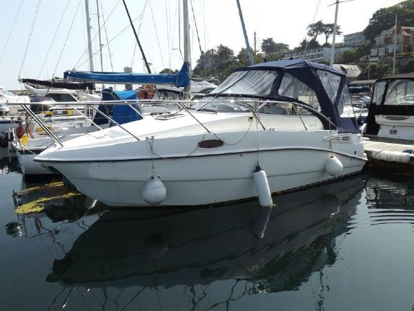 Sealine S23 Sports Cruiser Sealine S23 afloat