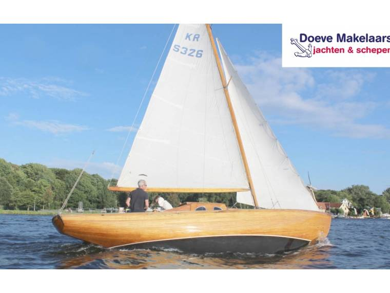 Classic sailing yacht 9.10
