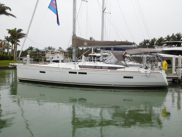 Jeanneau 479 At dock