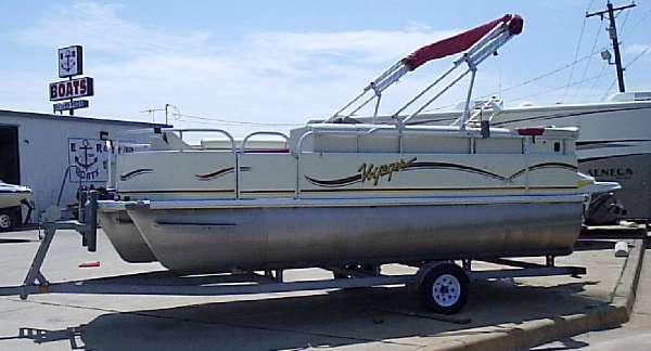 VOYAGER MARINE 19' Express Triple Log Pontoon