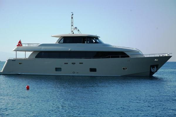 Custom New 28 MT Steel Motor Yacht Custom New 28 MT