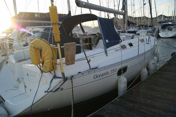 Beneteau Oceanis 351 Starboard side