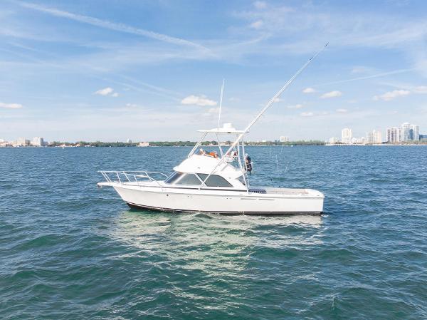 Bertram B35 Flybridge Sportfish