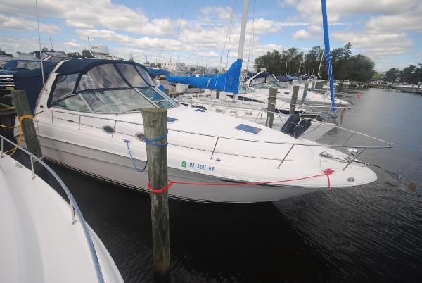 Sea Ray 340 Sundancer Starboard Bow View