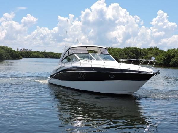 Cruisers Yachts 360 Express Profile