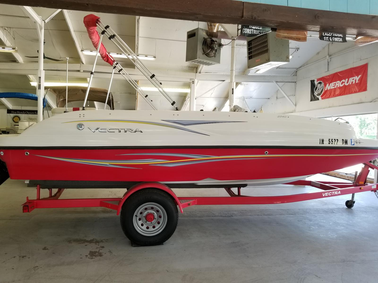 Vectra Deckboat