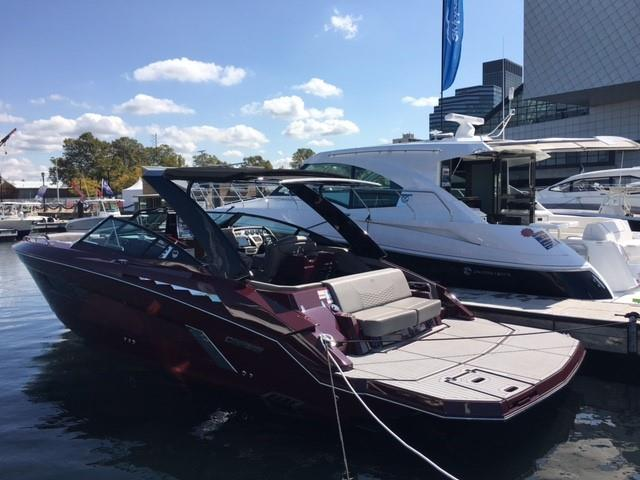 Cruisers Yachts 338 South Beach Edition - Bow Rider