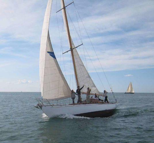 Beltrami Giles classic cutter Nina V sailing