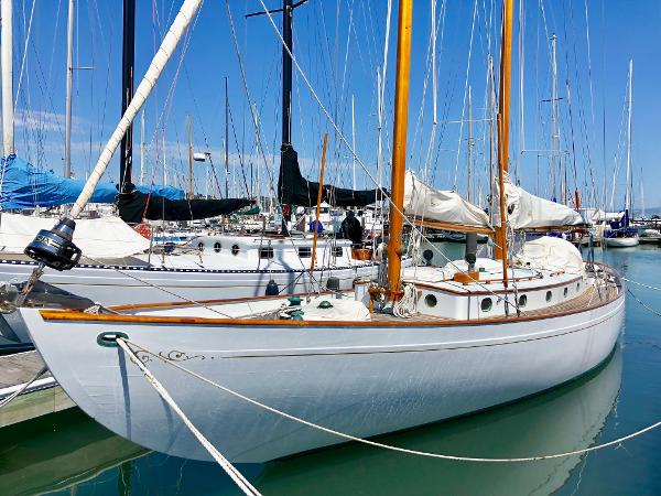 Eldredge-McInnis Classic Schooner Port side at berth