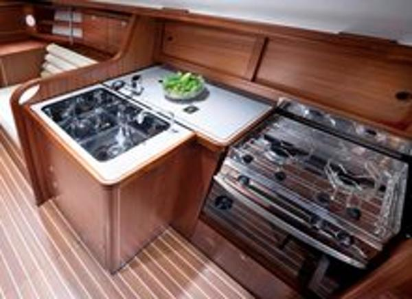 Delphia 33.3 Galley