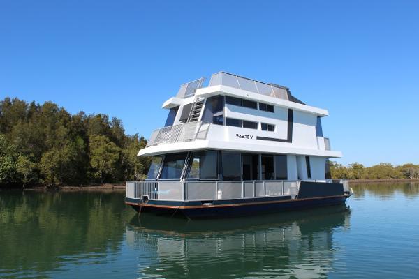 Matthews Houseboat 43