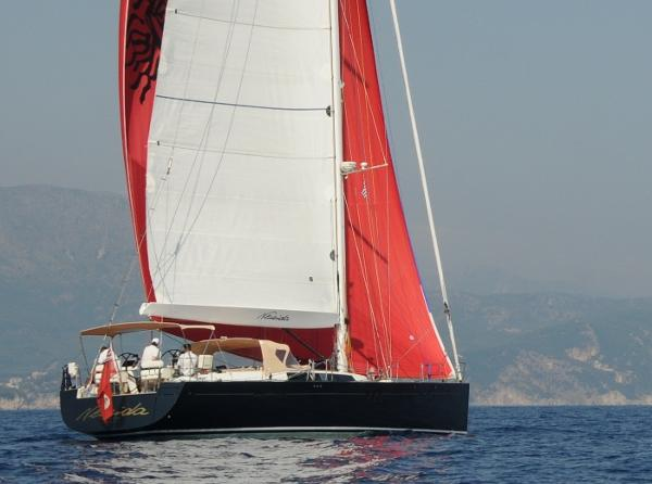Hanse 630e Sailing stern with spi