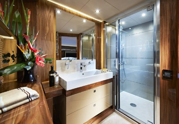 Sunseeker 28M Forward Cabin Ensuite