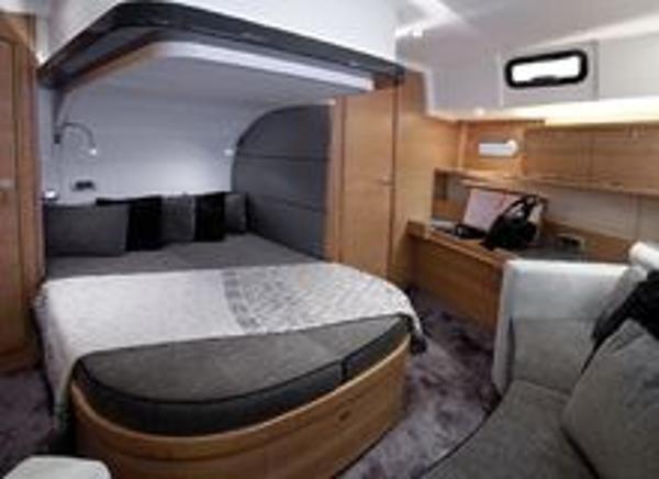Delphia 46cc Cabin