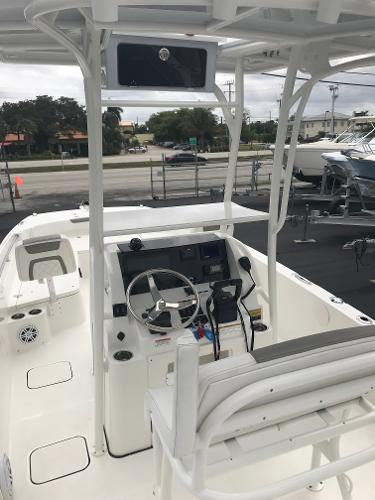 World Cat 230CC Center Console