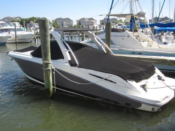 Sea Ray SLX 270 Port side