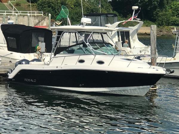 Robalo R305 Walkaround At the Dock