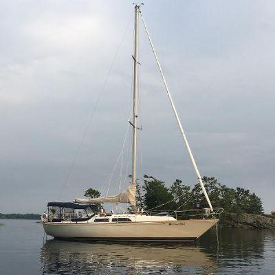 C&C Landfall 38 at anchor