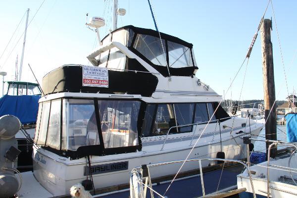 Bayliner 3288 Motoryacht 3288 At The Dock