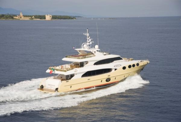 Majesty Yachts 125