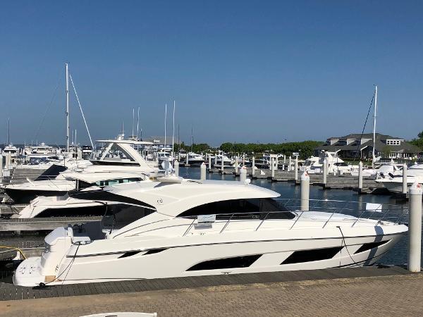 Riviera 4800 Sport Yacht Riviera 4800 Sport Yacht