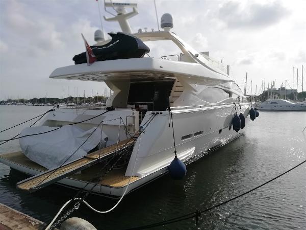 Ferretti Yachts 760 esterno ok