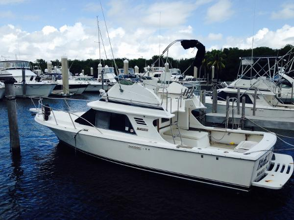 Blackfin 29 Flybridge Black Orchid