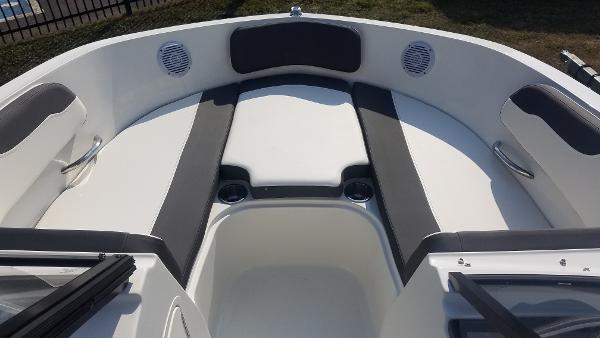 Bayliner VR5 Outboard