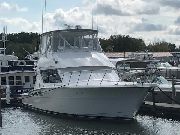 Hatteras Convertible Starboard Bow
