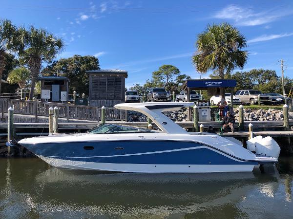 Sea Ray SLX 310 Outboard